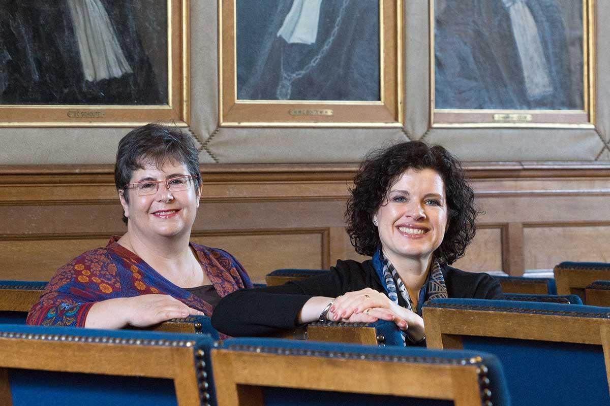 Portret van Eileen Jonker en Nicole Baars, trainers juridisch schrijven
